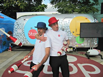 Jugglers at the Stoptober roadshow
