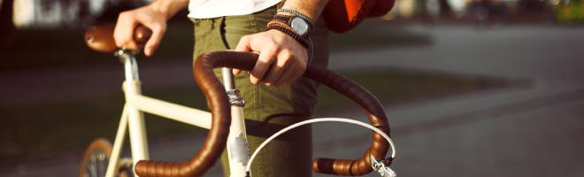 manholdingbike